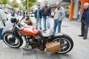 Manch einer staunte über die teils älteren Harley-Maschinen. (Bild: Hansruedi Rohrer)