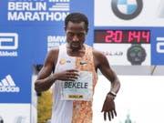Kenenisa Bekele am Ziel des Berlin-Marathon (Bild: KEYSTONE/AP/MICHAEL SOHN)