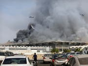 Löschhelikopter bekämpfen ein Feuer im neuen Bahnhof für Hochgeschwindigkeitszüge in der saudiarabische Stadt Dschidda. (Bild: KEYSTONE/AP/AMR NABIL)