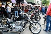Das Harleytreffen lockte viel interessiertes Publikum an. (Bild: Hansruedi Rohrer)