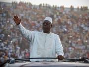 Senegals Präsident Macky Sall (Bild) hat den Oppositionspolitiker Khalifa Sall, mit dem er nicht verwand ist, am Sonntag begnadigt. (Bild: KEYSTONE/EPA/NIC BOTHMA)