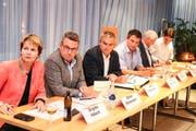Das Wil-West-Podium mit Brigitte Häberli, Stefan Mühlemann, Josef Gämperle, Alex Granato, Guido Grütter und Marc Rüdisüli. (Bild: Christof Lampart)