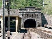 Der Bahnverkehr durch den Lötschberg-Scheiteltunnel wurde am Dienstagnachmittag unterbrochen. (Bild: KEYSTONE/CHRISTIAN BEUTLER)