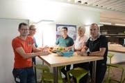 Freuen sich über ihren Arbeitsplatz im Working Point (von links): Roman Schön, Anja Wild, Elias Bricker, Christine Blaser und Thomas Gisler. (Bild: Christian Tschümperlin, Altdorf, 16. August 2019)