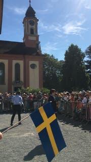 Königin Silvia von Schweden wird auf dem Schlosshof erwartet. (Bild: Raphael Rohner)