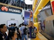 Der chinesische Telekomm-Riese Huawei hat schwere Vorwürfe gegen die US-Regierung erhoben. Danach sollen die Justizbehörden versucht haben Huawei-Mitarbeiter zur Kooperation gegen den Konzern zu bewegen. (Foto: Wu Hong/EPA) (Bild: KEYSTONE/EPA/WU HONG)