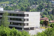 Noch ist unsicher, wie lange der Neubau im Spital Wattwil noch als Akutklinik dienen wird. (Bild: Martin Knoepfel)
