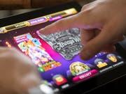 Die Behörden haben erstmals Netzsperren gegen ausländische Geldspiel-Anbieter verhängt. (Bild: KEYSTONE/GAETAN BALLY)