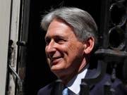 Der frühere britische Finanzminister Philip Hammond ist zuversichtlich, dass genug Parlamentsabgeordnete einen Antrag unterstützen, der einen No-Deal-Brexit verhinden soll. (Bild: KEYSTONE/AP/FRANK AUGSTEIN)