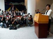 Hongkongs Regierungschefin Carrie Lam weist vor Journalisten Spekulationen über eigene Rücktrittsabsichten zurück. (Bild: KEYSTONE/AP/JAE C. HONG)