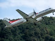 Ein Bild aus vergangenen Tagen: ein Flugzeug der Adria Airways in der Luft (Archivbild). (Bild: KEYSTONE/TI-PRESS/GABRIELE PUTZU)