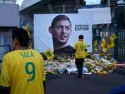 Die FIFA bestimmte die Ablösesumme für den tödlich verunglückten Emiliano Sala (Erinnerungsfoto in der Bildmitte) (Bild: KEYSTONE/AP/THIBALT CAMUS)