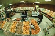 Ein Blick in die Früchte- und Gemüseabteilung der Migros 1998. (Bild: PD)