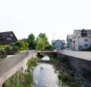 Der Zuzwiler Dorfbach muss für ein Hochwasserereignis saniert werden. Die Frage, die sich stellt, ist wie. (Bild: Andrea Häusler)