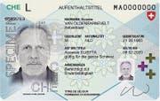 Der neue Ausländerausweis im Kreditkartenformat. (Bild: PD)