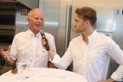 Der Geschäftsführer der Hefe Schweiz, Thomas Gamper (links), wird vom Frauenfelder Moderator Julian Thorner über die Gegenwart und Zukunft des Unternehmens befragt.