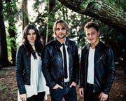 Lukas Schaller alias Lucas Marsand (Mitte) zusammen mit Stefanie Burgener und Jodok Vuille. Bild: PD