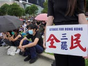 Die seit Monaten anhaltenden Proteste gegen die Regierung setzen der Wirtschaft in Hongkong immer mehr zu: Die Geschäfte liefen im August so schlecht wie seit der weltweiten Finanzkrise 2009 nicht mehr. (Bild: KEYSTONE/AP/VINCENT YU)