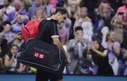Enttäuschung bei Roger Federer nach seinem Aus im Viertelfinal bei den US Open. (Bild: AP Photo/Charles Krupa)