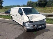 Der Lieferwagen prallte in das vor ihm fahrende Auto (Bild: Luzerner Polizei)