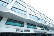 An der Uni Luzern sind arbeiten derzeit 375 Studierende an ihrer Dissertation. (Bild: Dominik Wunderli, Luzern, 20.4.2012)