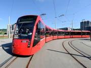 Und wieder ein Auftrag für Stadler Rail: Bernmobil braucht bis zu 50 neue Strassenbahnen. (Bild: KEYSTONE/LUKAS LEHMANN)
