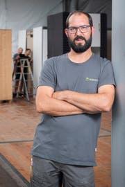 Beat Rüegsegger, gelernter Zimmermann und Fachmann für Energie- und Bauberatung, wagte sich an das Projekt Wiga-Bau. Bild: Urs Bucher