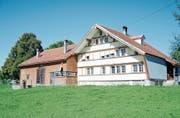 Das ehemalige Pächterhaus steht an schöner Lage mitten im Grünen. Es ist aber in einem baulich schlechten Zustand. Bild: Astrid Zysset