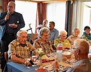 Stadtpräsident Ruedi Mattle (links) begrüsste die Gäste der Altersfeier und ehrte die 101-jährige Emma Kuster (Bild rechts oben) und den 99-jährigen Johann Sonderegger (links im Bild rechts unten) als älteste Einwohner. Bilder: Kurt Latzer