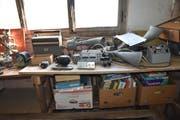 Zahllose Elektrogeräte hat Richard Neururer gesammelt. (Bild: Markus Schoch)