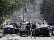 Tod und Zerstörung - die Visitenkarte der Taliban in Kabul. Dasselbe werfen die afghanischen Islam-Fundamentalisten allerdings auch ihren Feinden, der Regierung und ausländischen Soldaten, vor. (Bild: KEYSTONE/EPA/HEDAYATULLAH AMID)