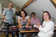 Eine gute Zusammenarbeit: Markus Zaugg, Institutionsleiterin Ursula Fust, Antonella Zaugg, Debora Huber und Anita Frei. (Bild: Manuela Olgiati)