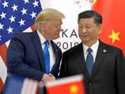 Der Handelsstreit zwischen den USA und China geht mittlerweile richtig ins Geld und lässt das Wirtschaftswachstum zurückgehen. (Archivbild Donald Trump und Xi Jinping) (Bild: KEYSTONE/AP/SUSAN WALSH)