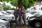 Heinz Schadegg, Marcel Lehmann und Markus Ritzinger auf dem Parkplatz, wo an der Wega die Halle 7 steht. (Bild: Sabrina Bächi)