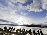 Bei der Lebensqualität gehört die Schweiz zu den besten Ländern weltweit, wenn es um Eingewöhnung im Gastland geht, jedoch zu den schlechtesten. (Symbobild) (Bild: KEYSTONE/WALTER BIERI)