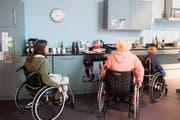 Das Besucherzentrum Paraforum beim Schweizer Paraplegikerzentrum Nottwil gibt einen Einblick in den Alltag von Menschen im Rollstuhl. Die Besucher können sich in der fiktiven WG bewegen und sich auch selbst in einen Rollstuhl setzen. (Bild: Boris Bürgisser, Nottwil, 5. September 2019)