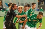 Heris Stefanachi ist definitiv beim SC Brühl angekommen. Hier jubelt er mit seiner Mannschaft über ein Tor beim 2:2 gegen Challenge-League-Absteiger Rapperswil-Jona. (Bild: PD)