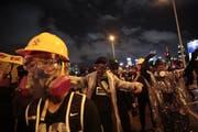 Seit Juni gehen die Menschen in Hongkong regelmässig auf die Strassen, um für mehr demokratische Rechte zu demonstrieren. Die Behörden antworten mit zunehmender Gewalt. (Bild: Jae C. Hong/AP)