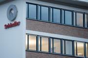 ARCHIVBILD ZUM HALBJAHRESERGEBNIS 2019 VON SCHINDLER, AM MITTWOCH, 14. AUGUST 2019 ---- Der Hauptsitz und Produktionsstandort des Schweizer Liftherstellers Schindler am Dienstag, 1. Maerz 2016, in Ebikon Luzern. Der Ausrichtung auf Asien fallen beim Schindler-Konzern an seinem Hauptsitz in Ebikon 120 Stellen zum Opfer. Betroffen ist die Produktion von Aufzugskomponenten fuer den globalen Markt, die durch das starke Wachstum in Asien nicht mehr ausgelastet ist, wie Schindler am Dienstag mitteilte. (KEYSTONE/Urs Flueeler)