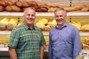 Max Herger (links) übernimmt den Betrieb von Paul Schnüriger. (PD)