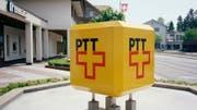 Die gute alte PTT: Das Logo kurz vor der Aufspaltung in Swisscom und Post, Archivfoto von 1996 aus Zürich. (Bild: Keystone)