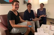 Jolanda Joos, Agi Bacchi und Jenny Walker beim Erarbeiten von Kernbotschaften.Bild: PD