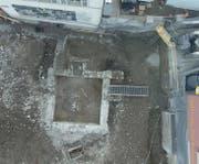 Auf dem Gelände des Parkplatzes vom Gemeindehaus kam ein spätmittelalterlichen, quadratischen Kellers im Lehmboden zum Vorschein. (Bild: PD/ProSpect GmbH)