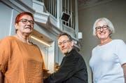 Kirchenpräsidentin Barbara Binzegger, Kirchenmusiker Christoph Honegger und Vereinspräsidentin Renée Franck füllen die Klosterkirche Paradies mit Leben. (Bild: Andrea Stalder)