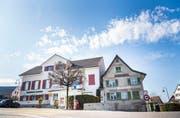 Das Restaurant Ochsen mit dem Farinolihaus im Zentrum von Roggwil. (Bild: Andrea Stalder)