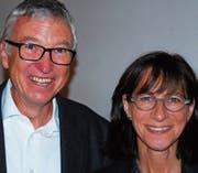 Hermann Gander, Leiter der Suchtberatung Region Wil, mit Regierungspräsidentin Heidi Hanselmann. Bild: Roland P.Poschung