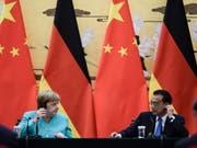 Die deutsche Kanzlerin Angela Merkel und der chinesische Ministerpräsident Li Kequian bei einer gemeinsamen Medienkonferenz nach ihrem Treffen in Peking. (Bild: KEYSTONE/EPA/CLEMENS BILAN)