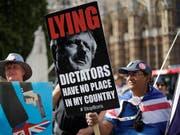Nun haben beide Parlamentskammern Premier Boris Johnson die Stirn geboten. Auf den Strassen Londons ist die Empörung über dessen Versuch, die Volksvertretung auszutricksen, noch nicht abgeklungen. (Bild: KEYSTONE/AP/MATT DUNHAM)