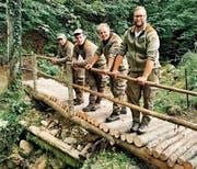 Unter anderem erstellten die Pioniere Brücken über Bäche und unwegsames Gelände. (Bild: pd)