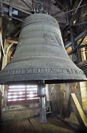 Mit einem Gewicht von 8100 Kilo ist die Dreifaltigkeitsglocke in der Kathedrale von St. Gallen eine der grössten und die tontiefste der Schweiz. Sie ist vom Zuger Glockengiesser Peter Ludwig Keiser dem älteren hergestellt worden. (Bild: PD/ Bischöfliches Archiv St. Gallen, 11458_4)